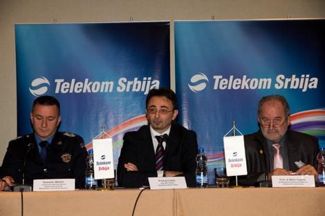 Slobodan Malesic, pomocnik nacelnika Uprave Saobracajne policije MUP-a, Predrag Culibrk, generalni direktor Telekoma Srbija i prof. dr Milan Vujanic,